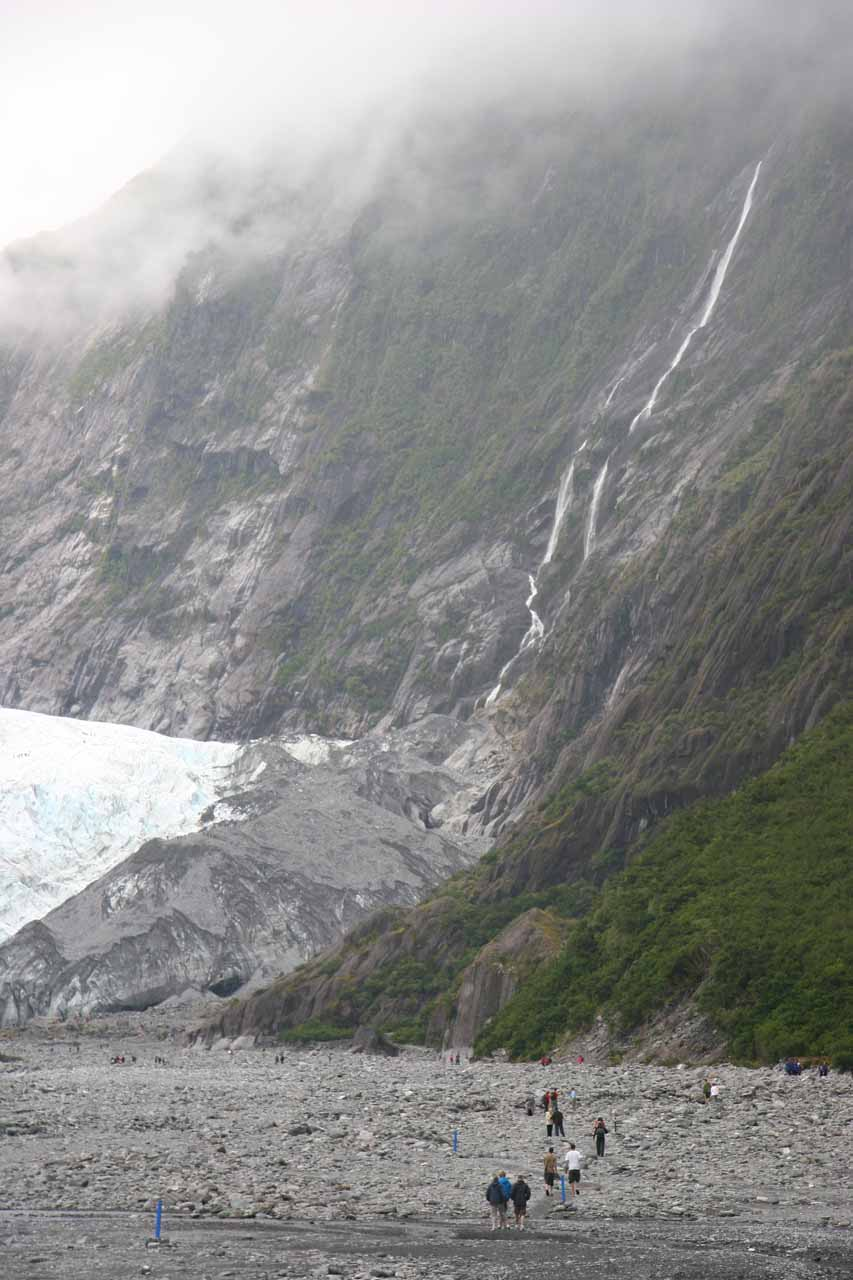 This tall waterfall that was spilling next to the terminus of Franz Josef Glacier was what I thought to be Unser Fritz Falls