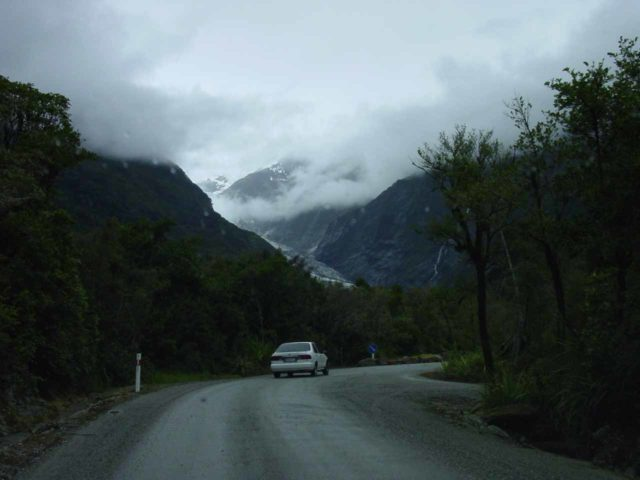 Franz_Josef_Glacier_Valley_003_11222004 - Driving the spur road towards the car park for the walk to the terminus of the Franz Josef Glacier