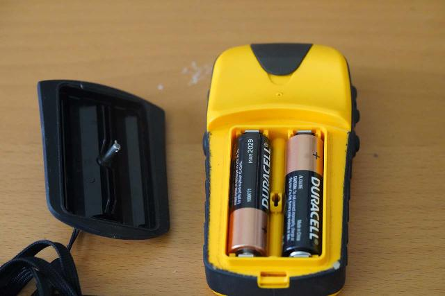A closer look at how the Garmin etrex Venture HC unit and other handheld GPS devices are powered by easily-replaceable AA batteries
