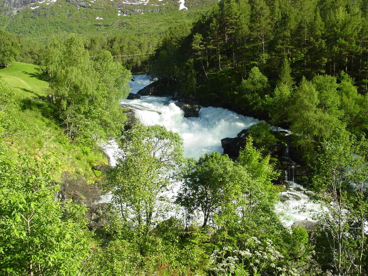 Some rapids and cascades gushing on the Gaula River somewhere upstream of Eikjelandsfossen (Vikafossen?)