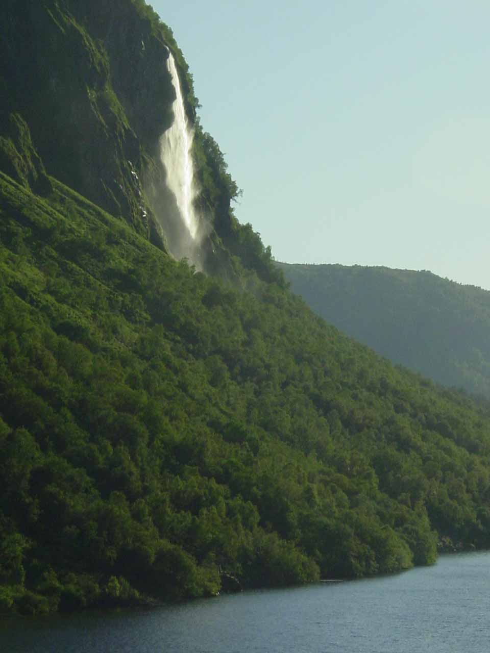 Closer look at the attractive lakeside waterfall I'm calling Drivafossen