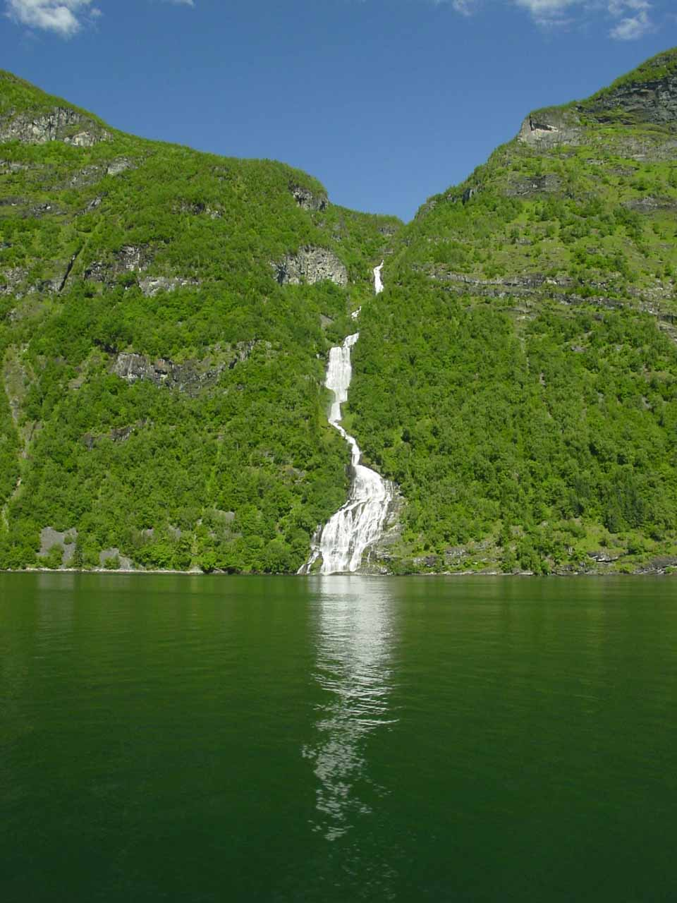 Here's a frontal look at Bringefossen