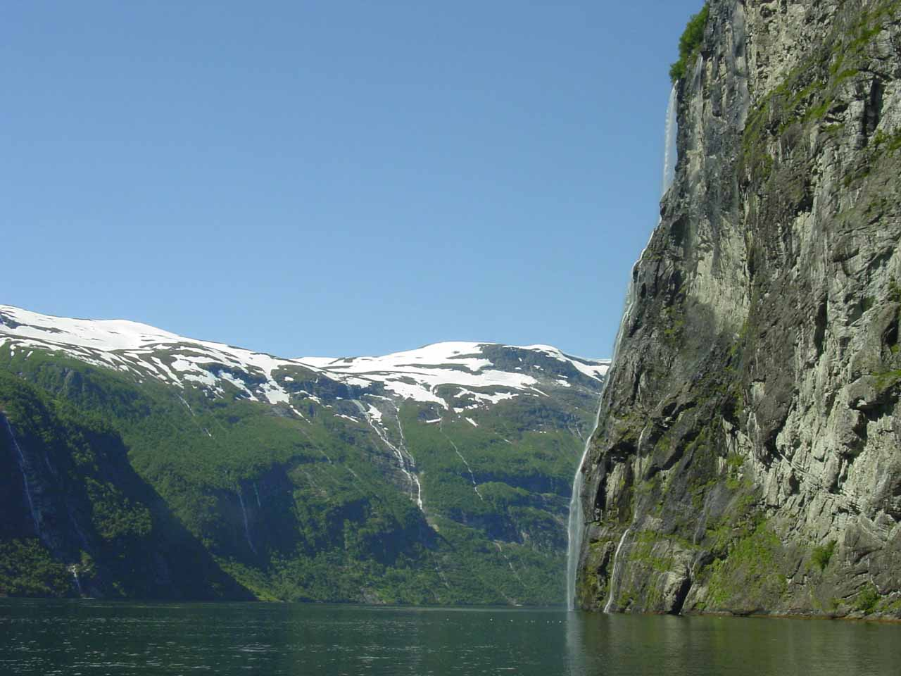 Looking ahead towards the profile of Brudesløret as well as other waterfalls in the distance