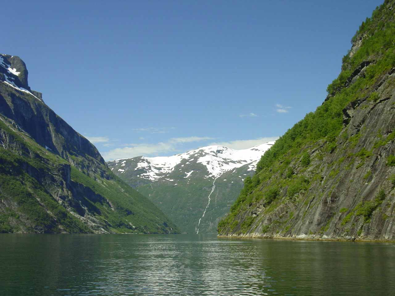 Of course the main draw of coming to Geiranger was to do the cruise of the scenic Geirangerfjorden. Kvanndalsfossen was actually something we stumbled upon on the way there