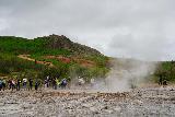 Geysir_012_08062021 - People waiting for Strokkur to burst in an sudden eruption