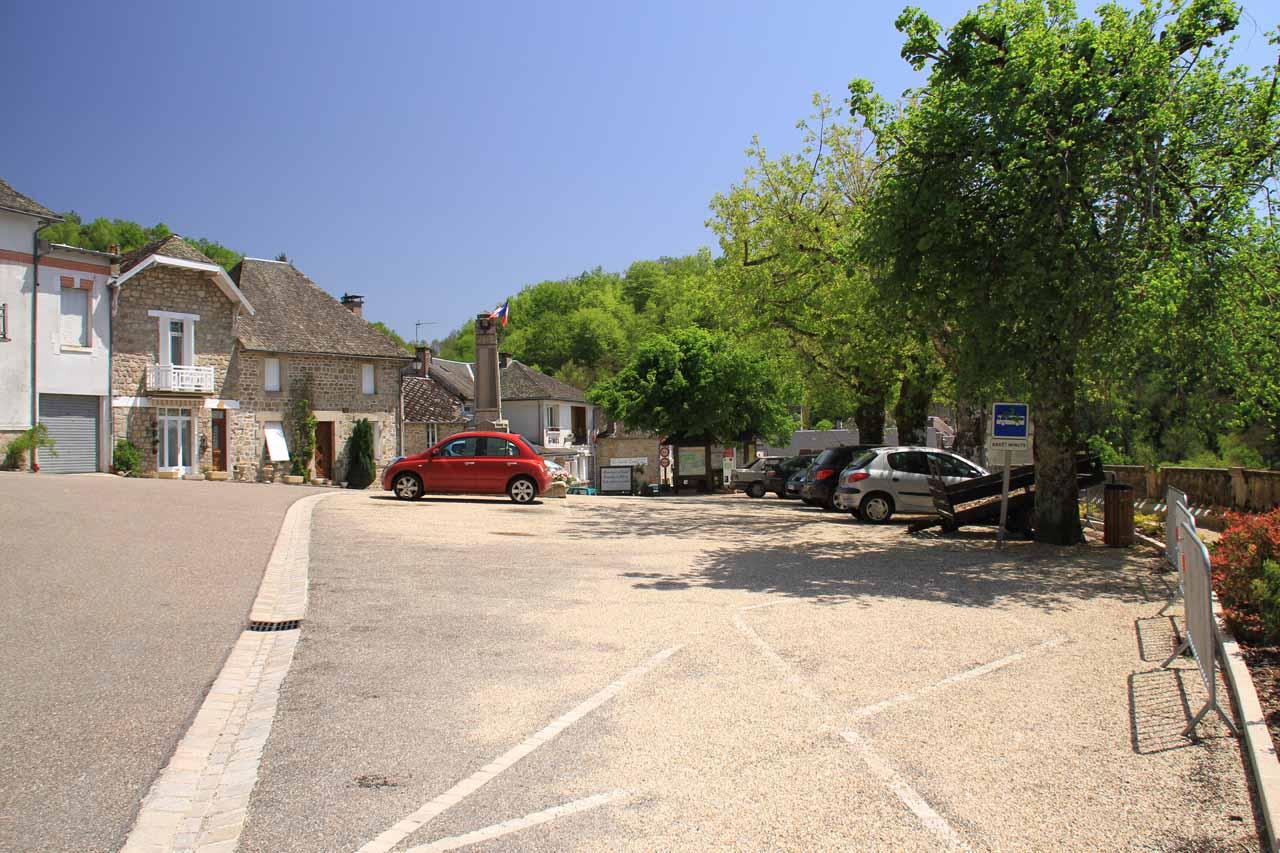 The nearest car park for Gimel Les Cascades
