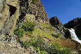 Gjain_105_08202021 - Context of the narrow and slippery pathway leading closer to the shelf splitting Gjarfoss alongside the basalt columns