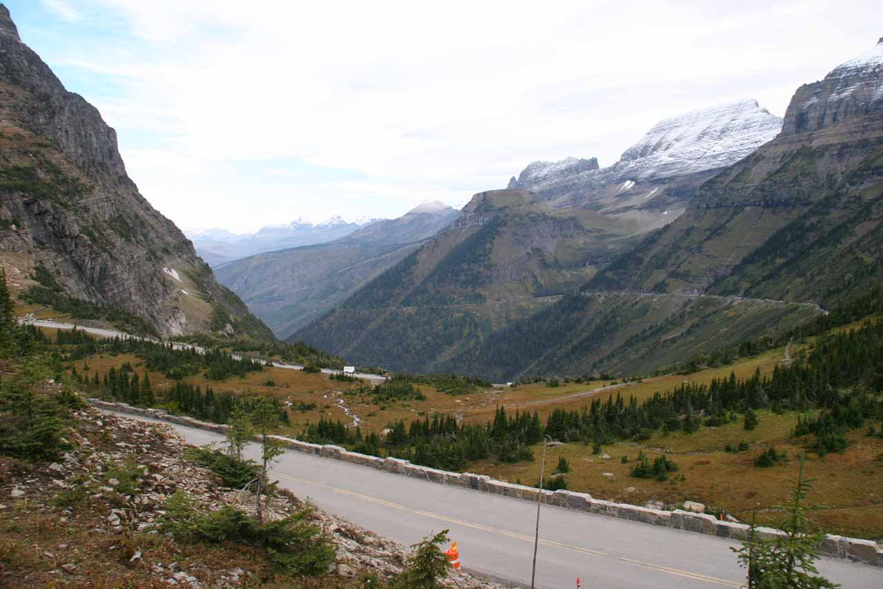 Back in September 2010, there was a trail leading from Logan Pass Visitor Center towards the Oberlin Bend, which earned me this view of the closed road at the time. I'm not sure this trail was still there when I returned in August 2017