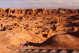 Goblin_Valley_029_04012018 - The kids entering the Valley of the Goblins
