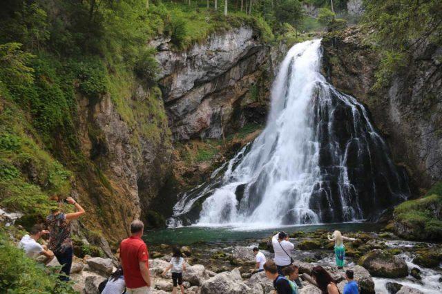Golling_051_07042018 - Lots of people enjoying the Lower Golling Waterfall