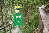 Golling_117_07042018 - Signage at the fork in the trail leading to both the Hexenkesselsteg (Witches Cauldron) and Quelle Ursprung (Source Cave)