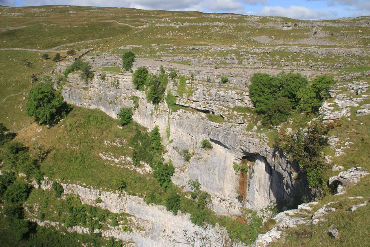 An optional 2-mile out-and-back side excursion led me from the Gordale Scar to the eccentric Malham Cove where wrinkly limestone cliffs suddenly plunged towards the Malham Beck below