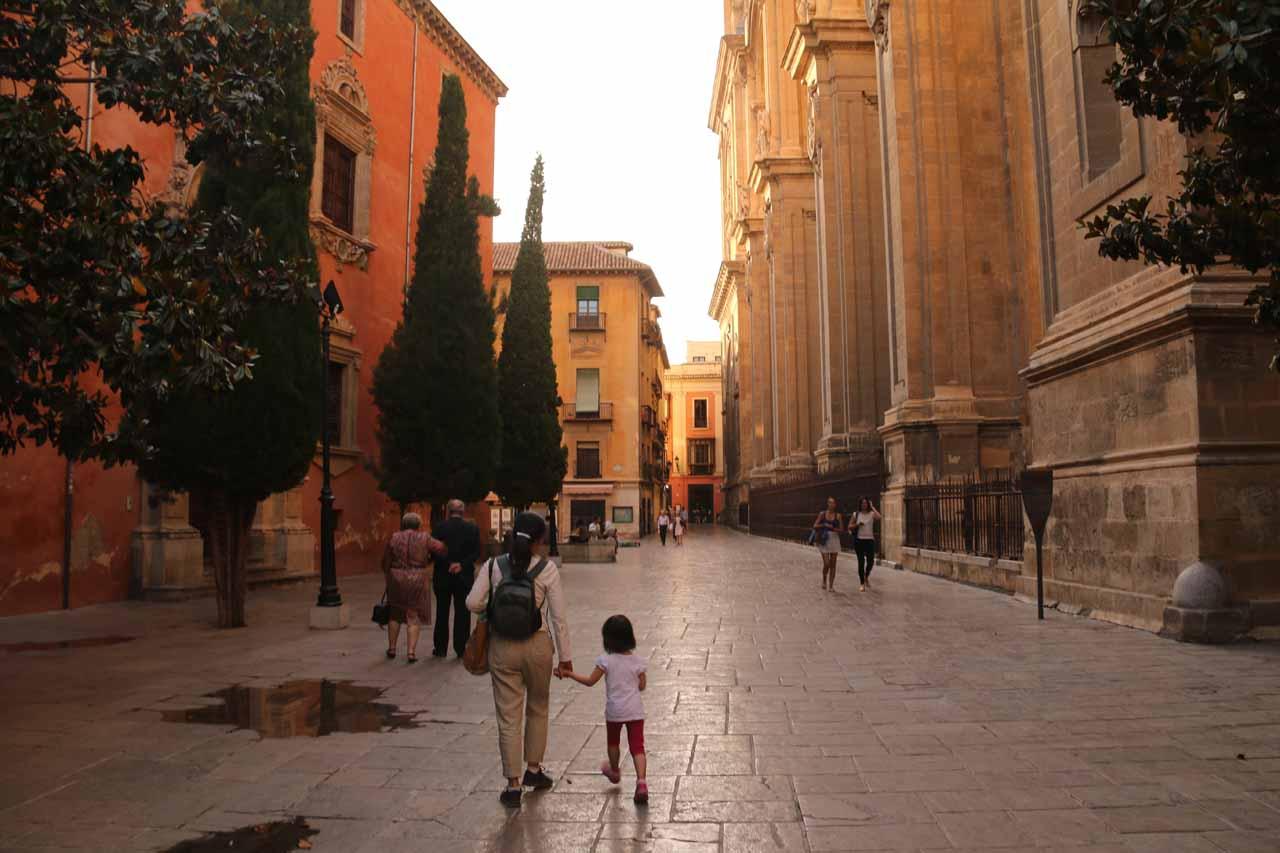 Julie and Tahia walking before the Catedral de Granada