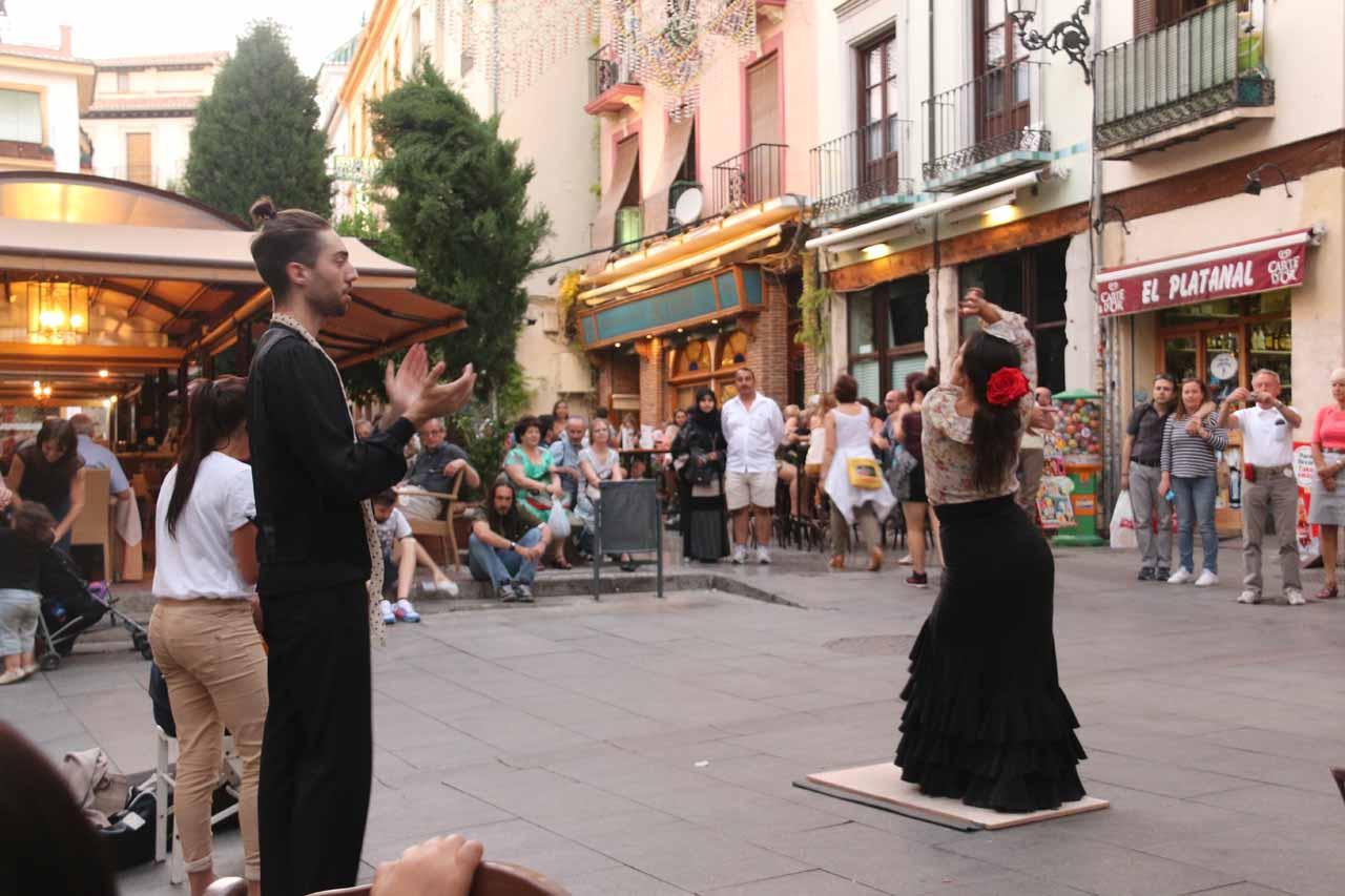 Street performers doing the flamenco right next to where we were having dinner near Plaza Bib Rambla