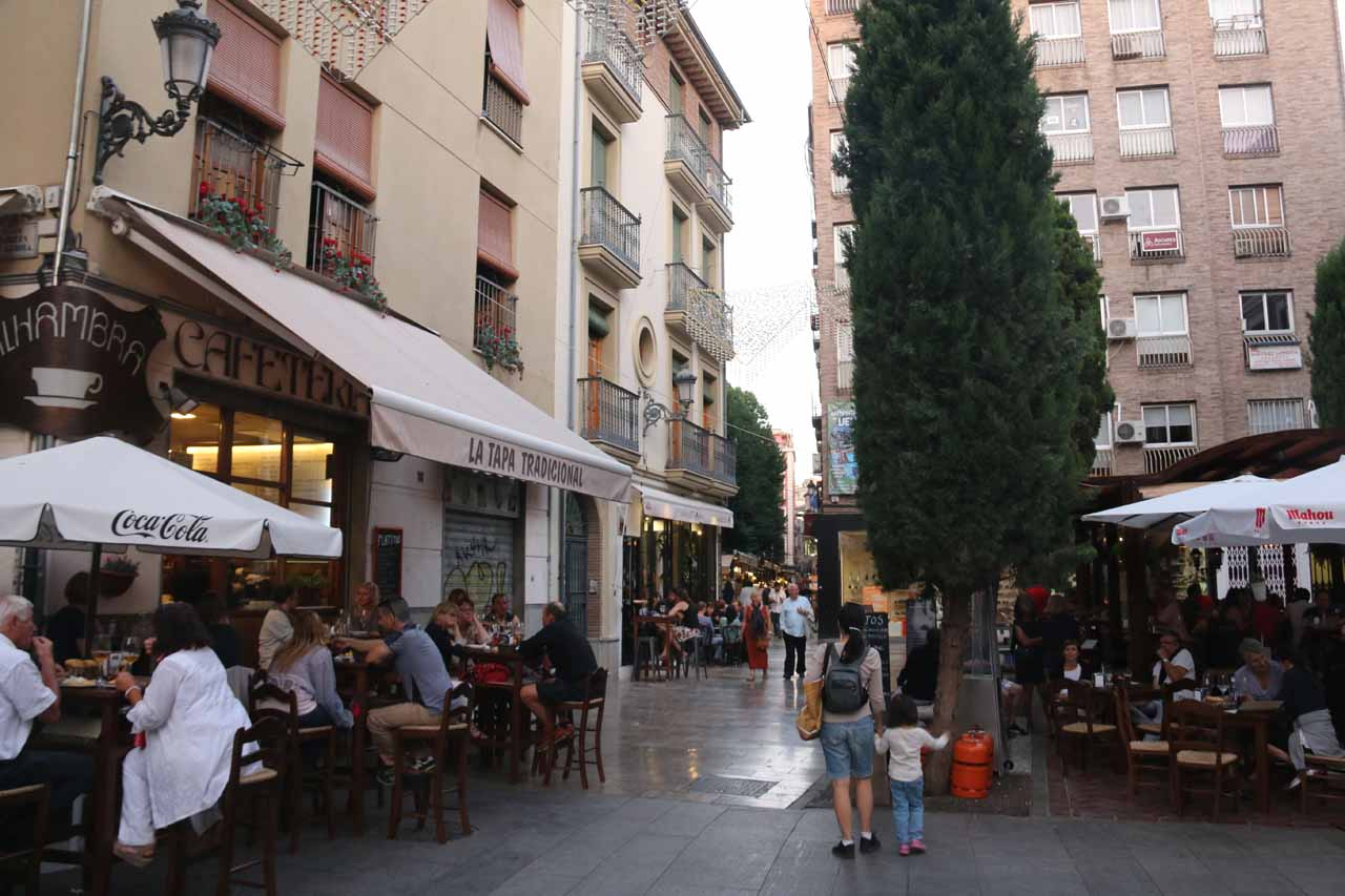 Julie and Tahia looking for a place to have dinner in the Bib-Rambla area of Granada