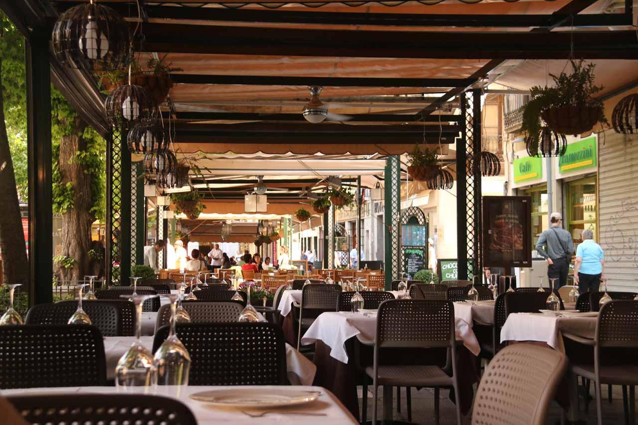 Having lunch back at the Plaza de Bib Rambla