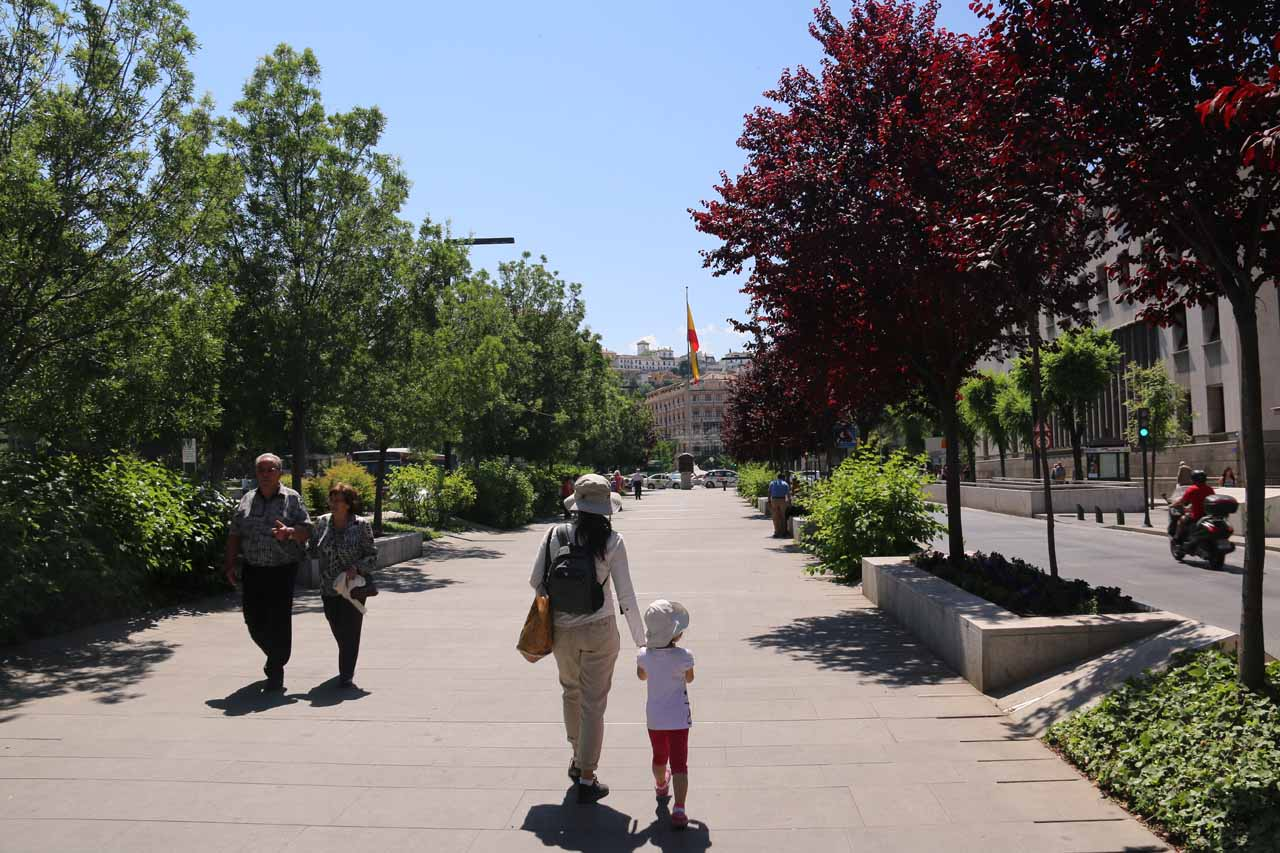 Julie and Tahia walking around the Plaza del Triunfo in search of the Basilica de San Juan de Dios