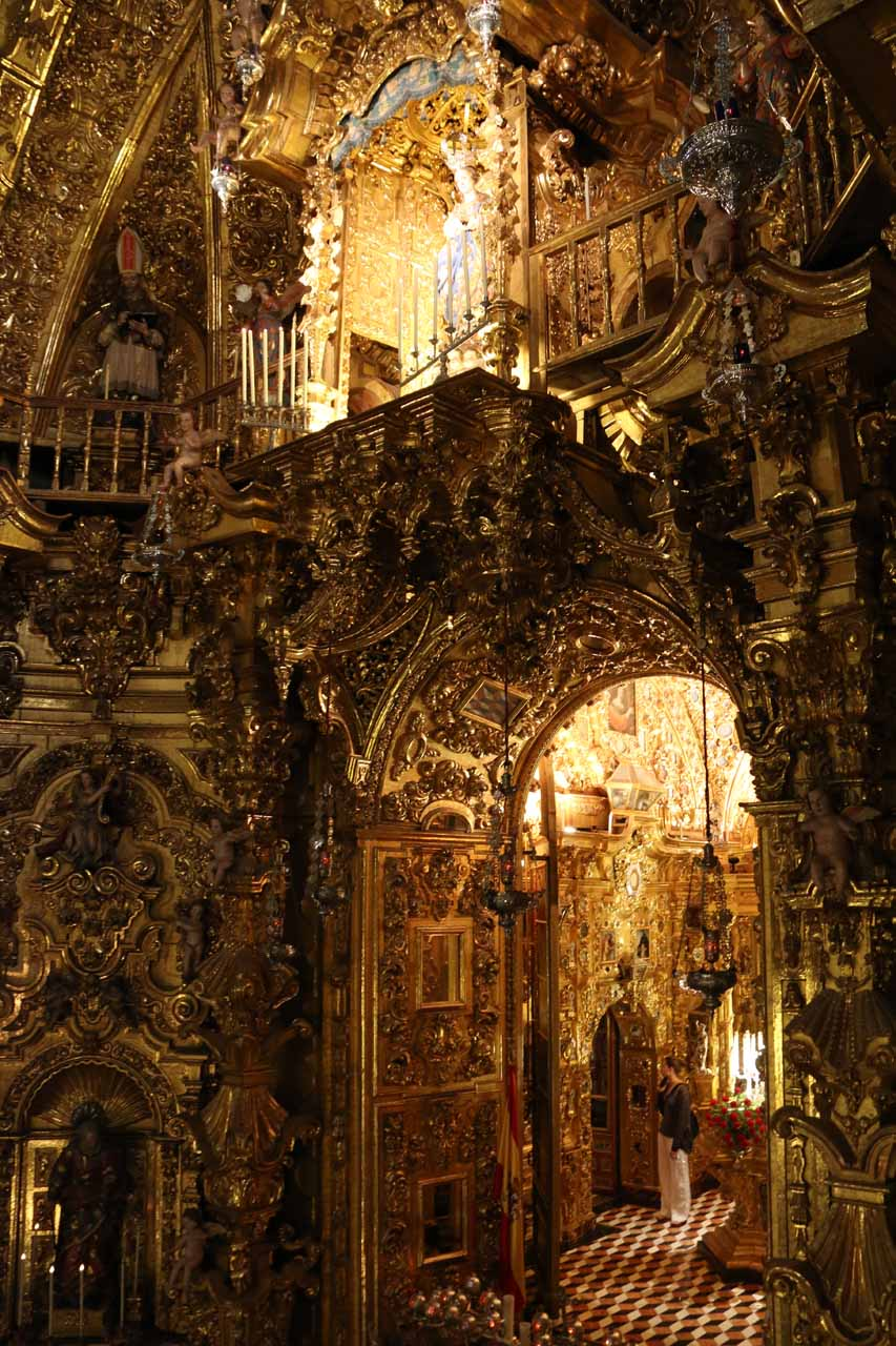 Looking directly at oen of the rooms behind the altar in the chapel of the Basilica de San Juan de Dios