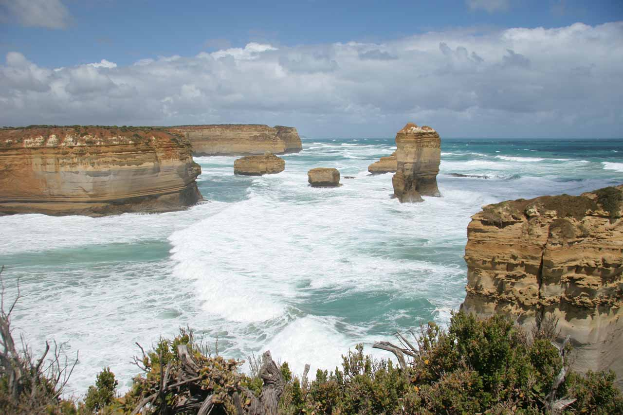 About 67km west of Beauchamp Falls (12km east of Port Campbell) along the Great Ocean Road was the Twelve Apostles, which we thought was the signature attraction of the Great Ocean Road