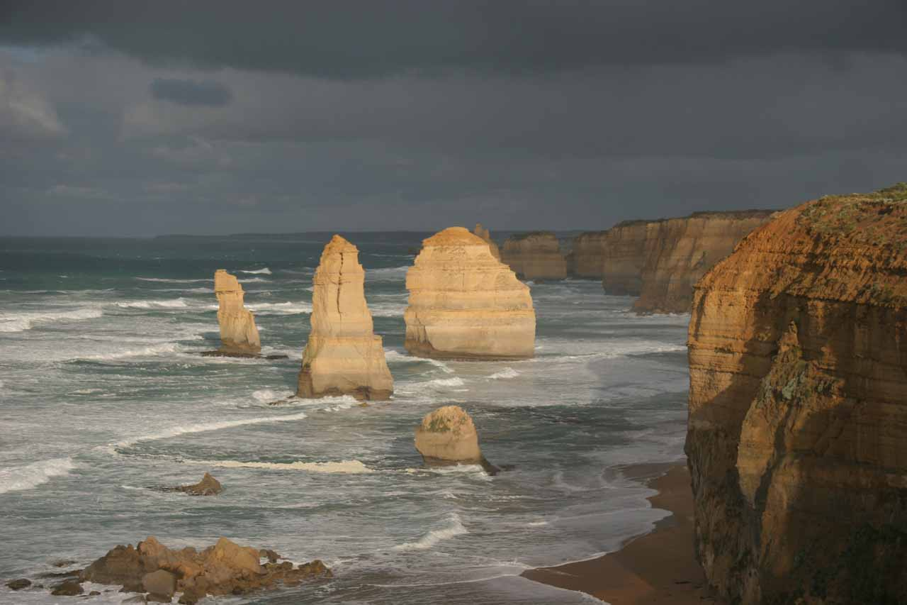 About 69km west of Hopetoun Falls (12km east of Port Campbell) along the Great Ocean Road was the Twelve Apostles, which we thought was the signature attraction of the Great Ocean Road