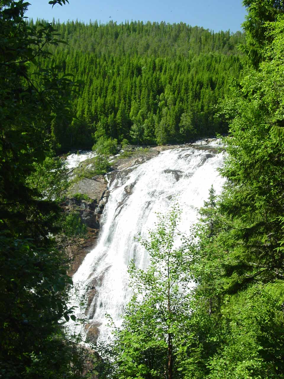 When I stood on the weather-worn picnic table, this was the view of Grongstadfossen that I got