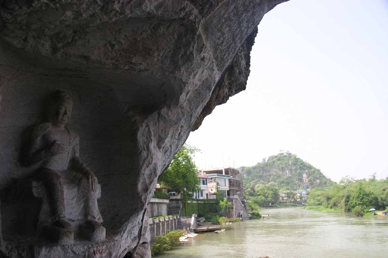 A Buddha inside Fubo Hill with hint of scenery along the river