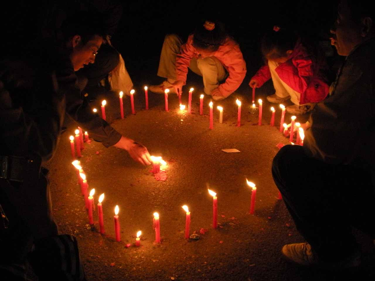 Candlelight vigil for Sichuan earthquake victims