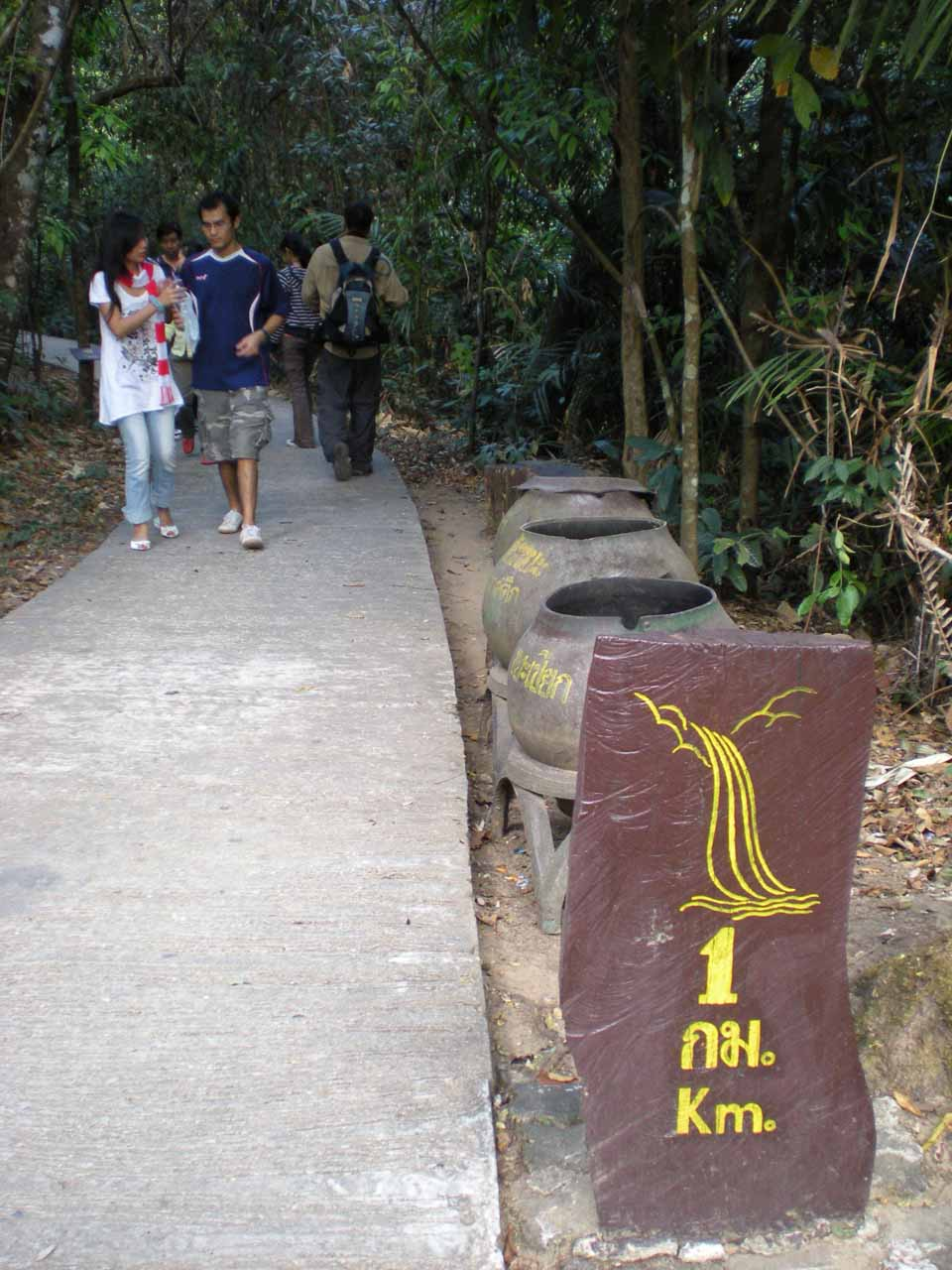 Sign indicating the waterfall was about 1km away