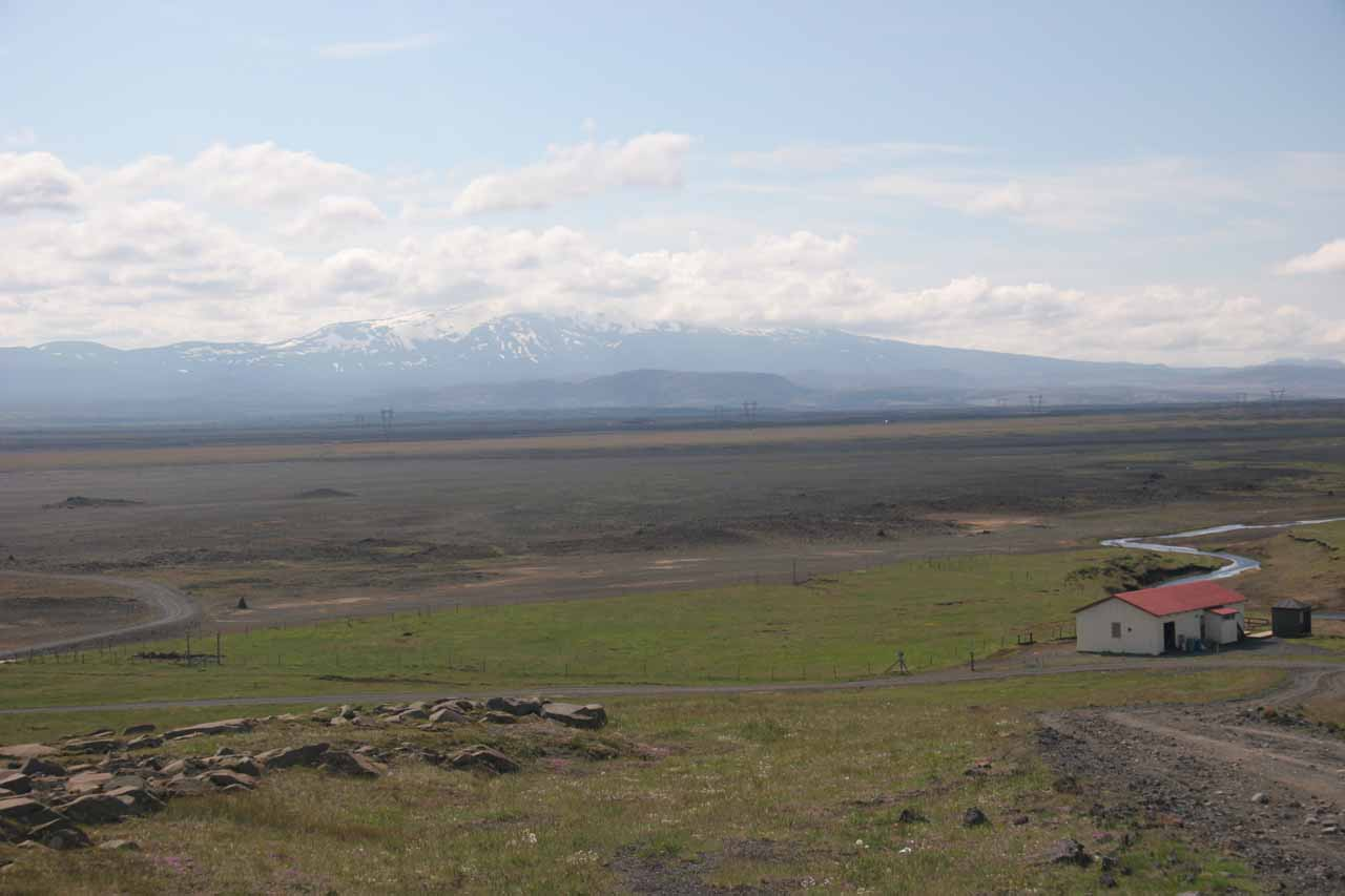 Dynkur was in the wide valley of Thjorsadalur, where the Thorsa River (on which the falls flows) was wide and powerful enough to be regulated multiple times further downstream of the falls
