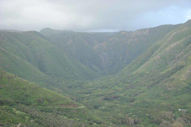 Halawa_Valley_005_01192007 - Looking down at Halawa Valley