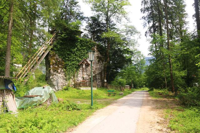 Hallstatt_514_07052018 - I noticed this very interesting house built on top of a giant rock while hiking back to Hallstatt from the Waldbachstrub Waterfall