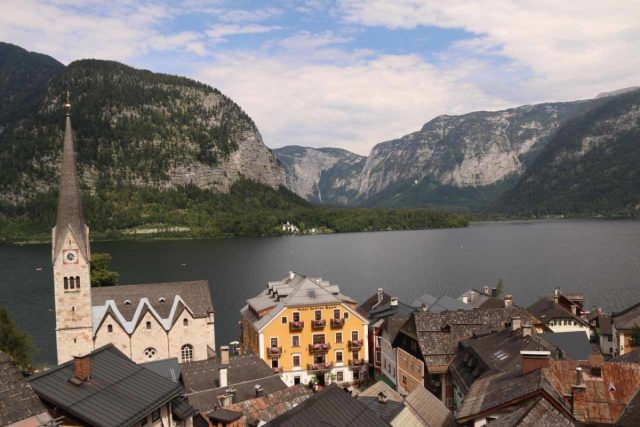 Hallstatt_556_07052018 - View towards Hallstatt and Hallstättersee as seen from the Parkterrase