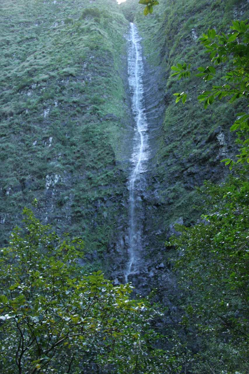 The thin Hanakoa Falls