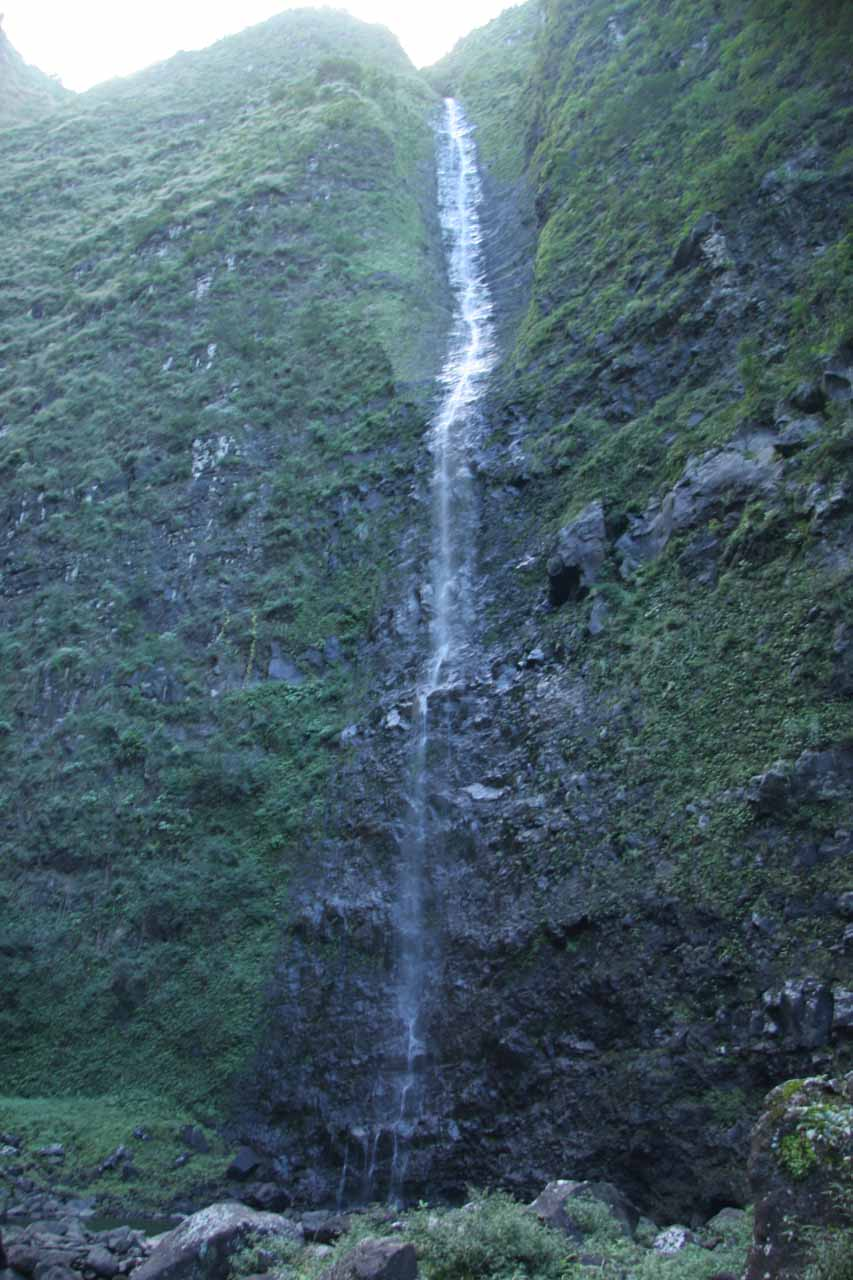 Direct look at Hanakoa Falls