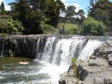 Haruru_Falls_004_jx_11072004 - Approaching the brink of Haruru Falls