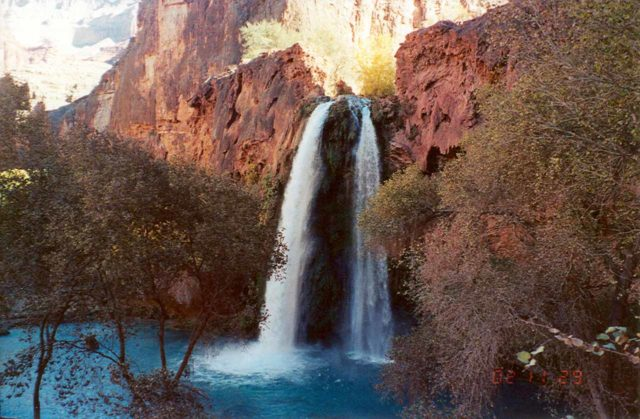 Havasu_Falls_002_scanned_11292002 - Mooney Falls was basically an extension of the Havasu Falls hike