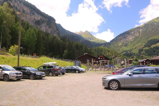 Heiligenblut_074_07122018 - The Retschitzparkplatz at Winkl, which was the nearest sanctioned car park for the Gößnitz Waterfall hike