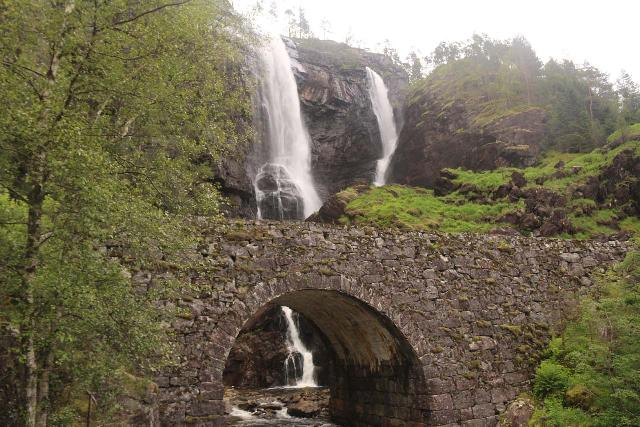 Hesjedalsfossen_015_06272019 - Hesjedalsfossen and the stone bridge as seen in June 2019