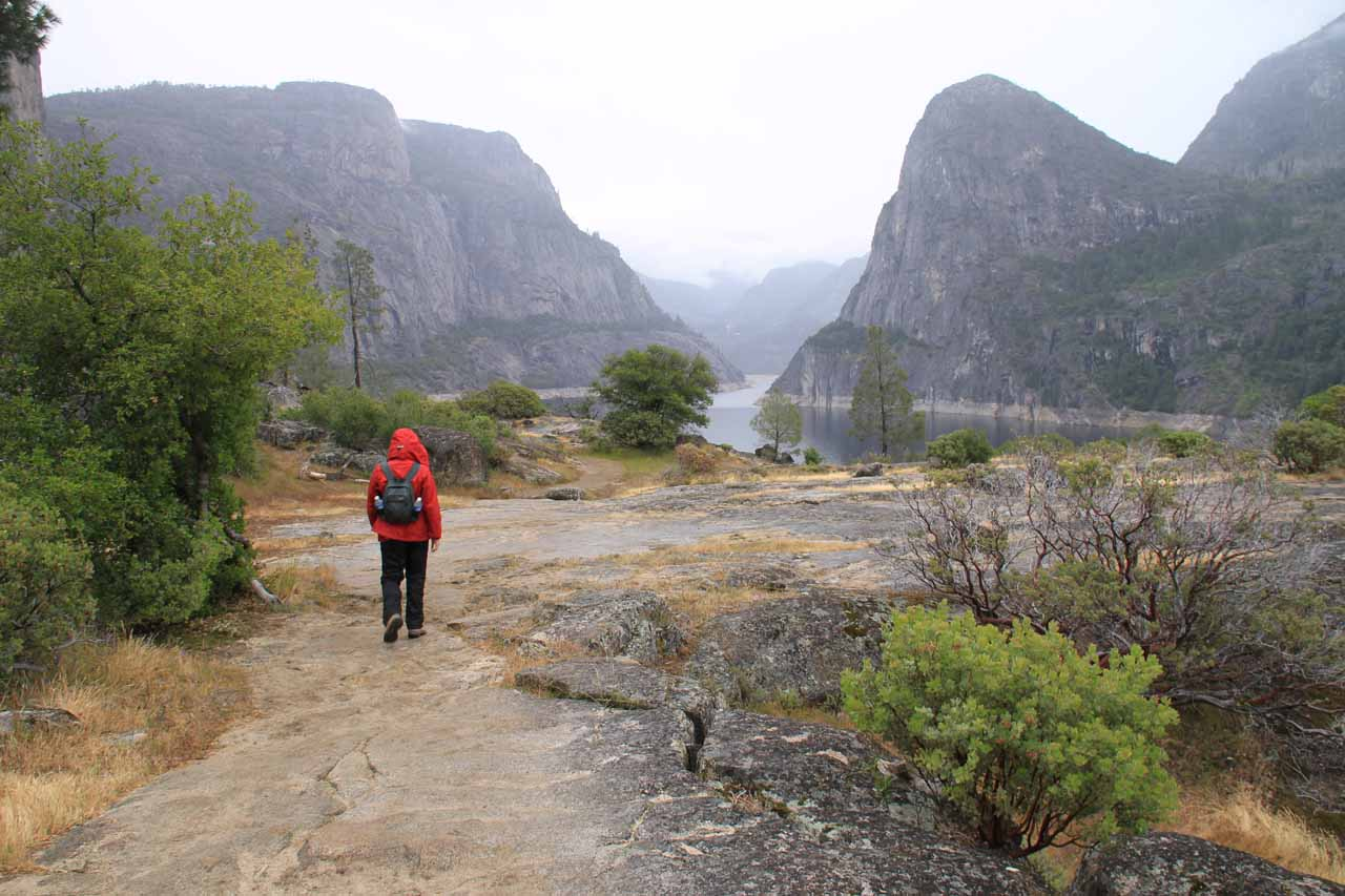 Trail continues to provide views of the Hetch Hetchy panorama