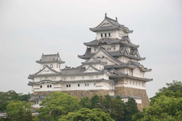 Himeji_093_06032009 - This was the impressive Himeji Castle, which was about 45 minutes by train west of Kobe and the Nunobiki Waterfalls