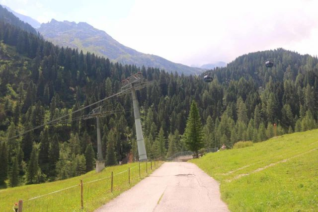 Hintertux_027_07182018 - Following the trail beneath the Gletscherbus cable cars and heading towards the Kesselfall