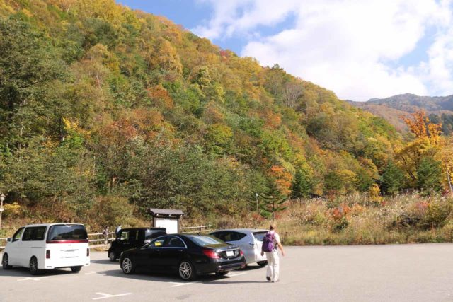Hirayu_Falls_005_10192016 - At the sparsely populated nearest car park to the Hirayu Great Falls