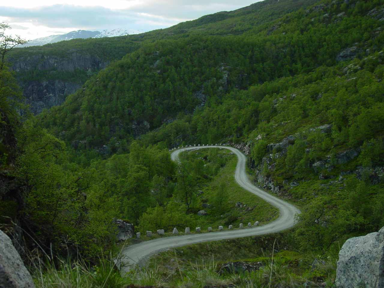 Looking back at the narrow mountain road rising from deep within Hjølmodalen to the trailhead for Valursfossen
