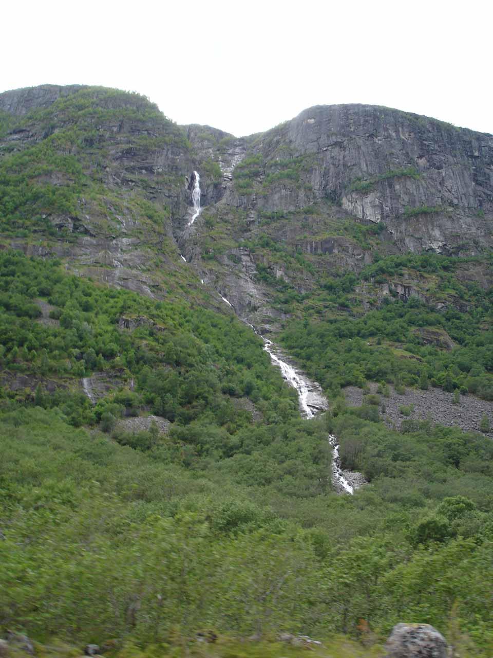 Another cascade seen as we were headed deeper into Hjølmodalen