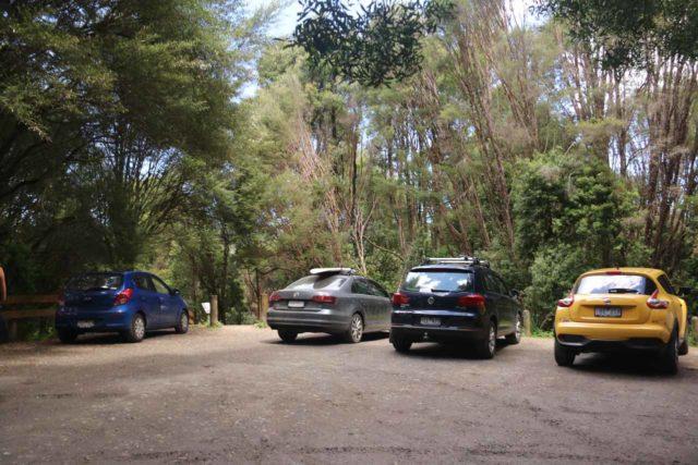Hopetoun_Falls_17_001_11172017 - Limited parking at the trailhead for Hopetoun Falls