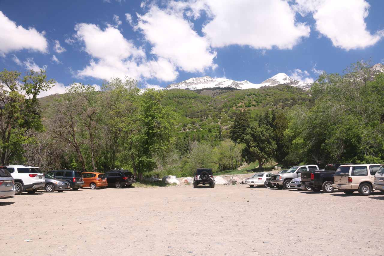 At the pretty spacious unpaved parking lot at the end of Grove Drive for the Horsetail Falls