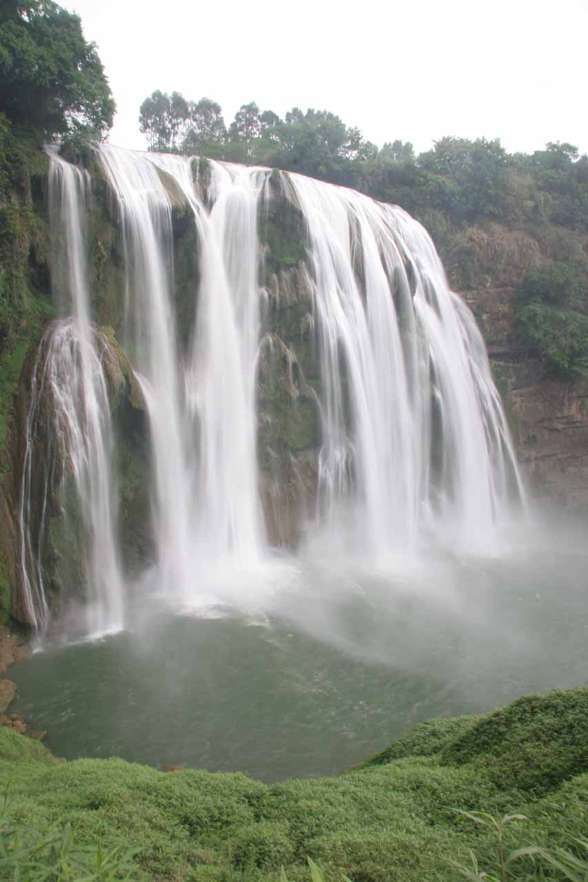 Getting closer to the back of the Huangguoshu Waterfall