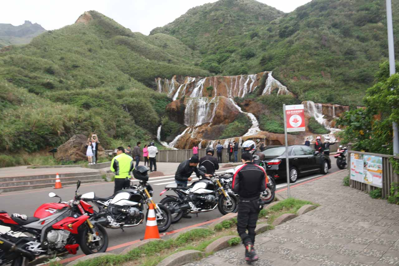 When we showed up to the Huangjin Waterfall, it was just when a motorbike gang swarmed the area