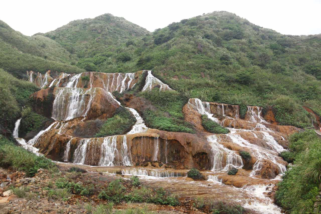 Context of the Huangjin Waterfall and the backing hills