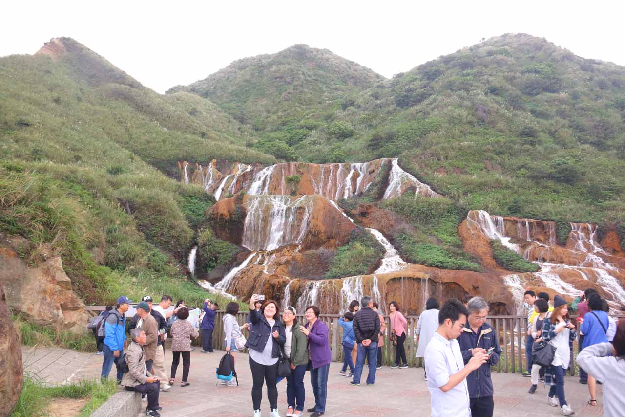 Context of the lookout area before the Huangjin Waterfall showing just how busy it can get here